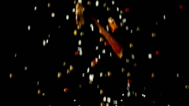 Gewürz-Mix Essen Explosion mit Chili und Pfeffer