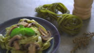 spinach fettuccine with mushroom