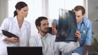 HD DOLLY: Spine Surgeons Examining X-Ray