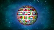 Drehen der Erdkugel gemacht der Flaggen der Welt