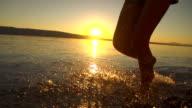 HD-SUPER LANGSAM MO: Planschen im flachen Wasser