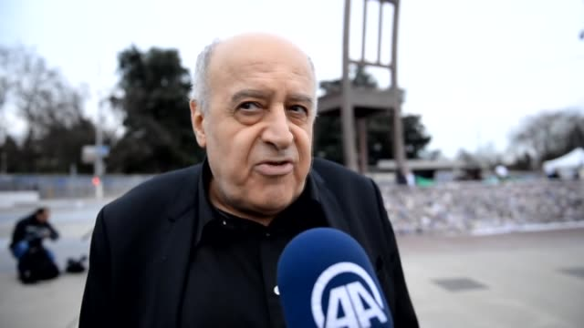 Spokesman for the Syrian High Negotiations Committee Monzer Makhous talks to journalists during the intraSyrian talks in Geneva Switzerland on...