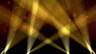 Scheinwerfer auf Himmel Hintergrund Loop Gelb