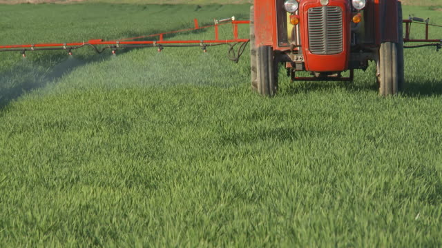 HD DOLLY: Spraying Crop With A Tractor