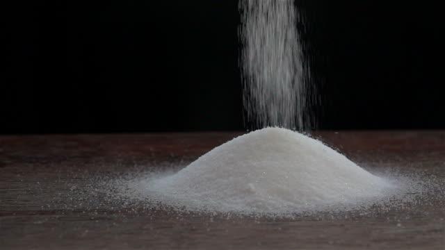 Salz bestreuen Zeitlupe