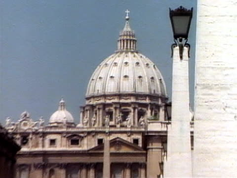 St. Peter's Basilica, zoom out
