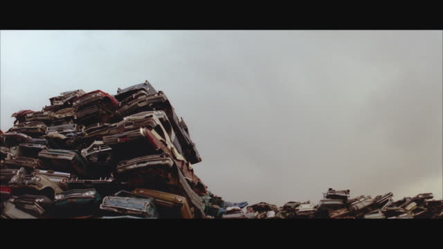WS TD Stack of crushed cars, crane dropping car