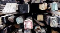 Pila di tavole di legno e