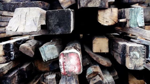 Stapel stützen und Holz