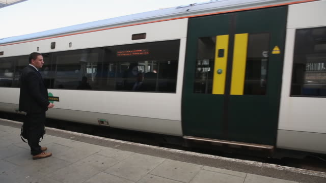 Staff at Southern rail have begun a second threeday strike over plans for drivers instead of conductors to operate train doors The action will see...