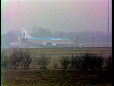 Stansted MS 737 on tarmac MS 2 SAS men walk LR LMS Line of hostages LR across tarmac LV Plane 13970 NIGHT LMS Plane on tarmac Voice exchange between...