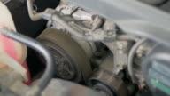 Oude auto motor machine starten