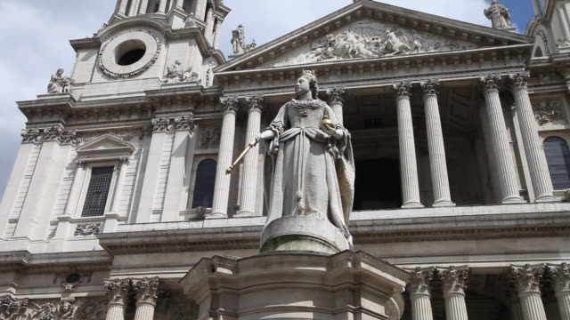 Statue of Queen Victoria in front of Saint Paul's Cathedral, London