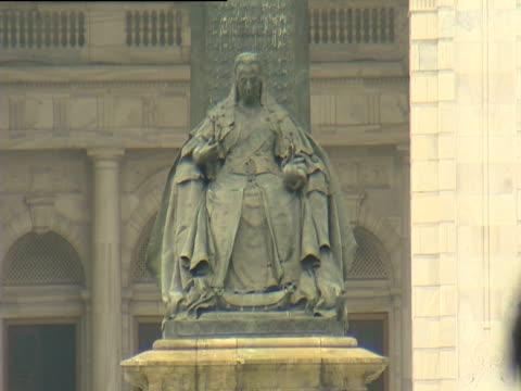 Statue of Queen Victoria outside Victoria Memorial Hall