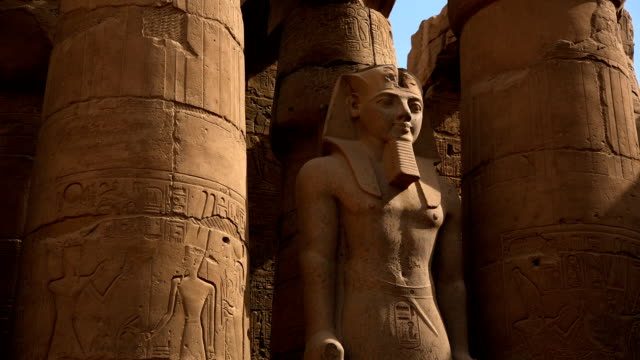 Statue von Ramesses II von Tempel von Luxor, Luxor, Ägypten