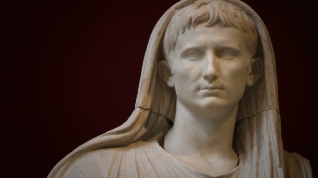 Statue von Kaiser Augustus als Pontifex Maximus