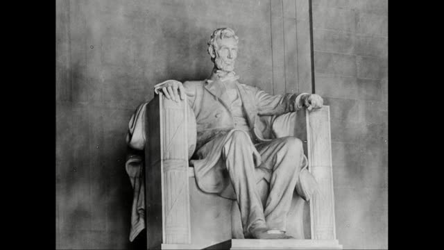 MS Statue of U.S. President Abraham Lincoln at Lincold Memorial / Washington DC, United States