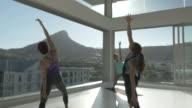 WS STEADYCAM_Big yoga class exercising in rooftop studio