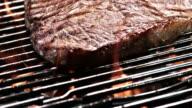SLO MO PAN biefstuk op de grill