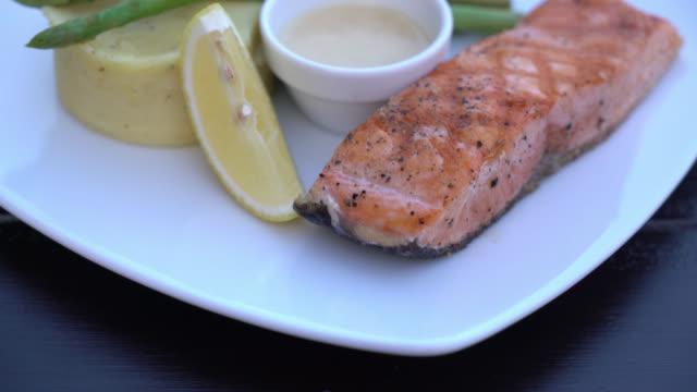 4 K bistecca di salmone