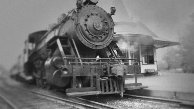 Dampflokomotive erwartet Sie im Bahnhof#3-BW