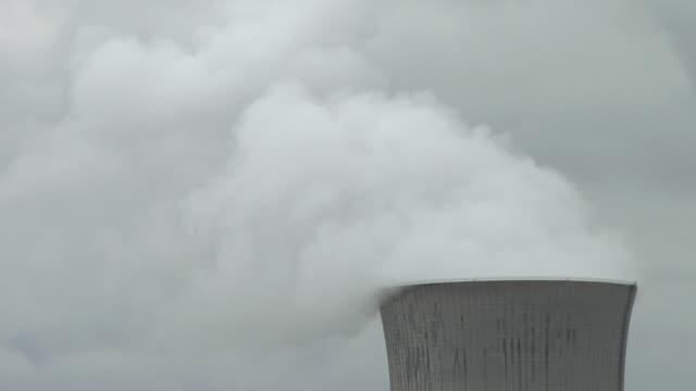 CU, Steam rising from nuclear reactor, Oak Harbor, Ohio, USA