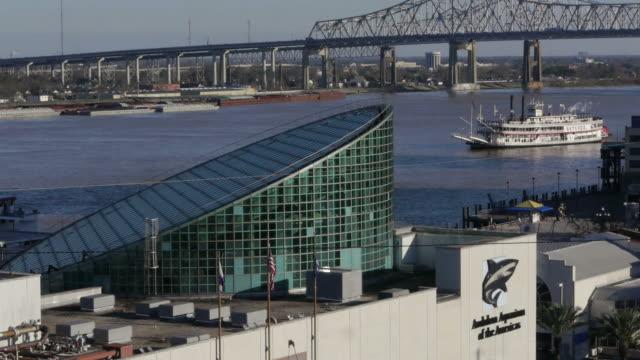 Steamboat passing through, Huey P. Long Bridge, aquarium, Mississippi, New Orleans, USA