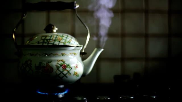 HD: Steaming Teapot