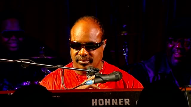 Steve Wonder interview on his forthcoming tour Press conference and performance Talks of Hip Hop music Talks of his views on other artists sampling...