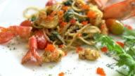 Gesauteerde spaghetti met garnalen