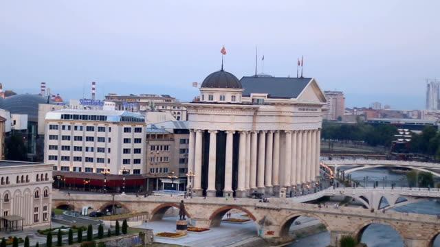 Steinerne Brücke und Fluss in Skopje