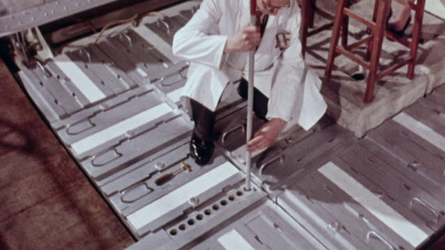 1957 MONTAGE Storing nuclear fuel rods of uranium and plutonium safely / Harwell, Oxfordshire, England