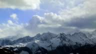 Stürmischen Himmel über die Alpen
