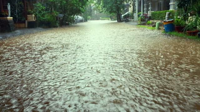 Street inondazione in un ambiente urbano