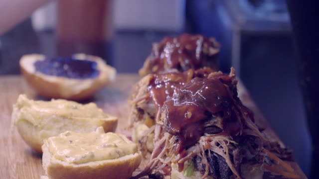 Straatvoedsel Pulled Pork Hamburger