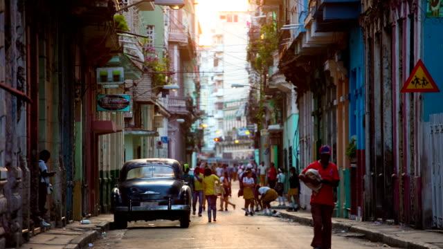 Straße in Havanna, Kuba mit vintage-American Car