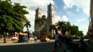 WS T/L Street scene with old church / Valladolid, Mexico