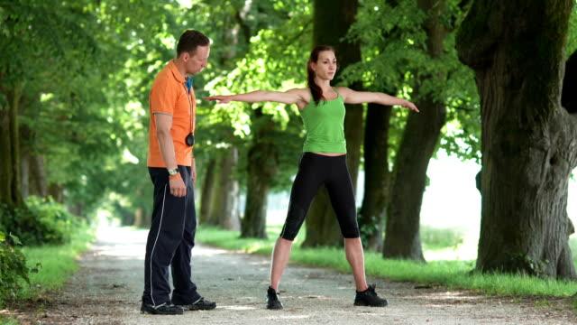 HD DOLLY: Dehnung der hinteren Oberschenkelmuskulatur mit Hilfe des Trainers