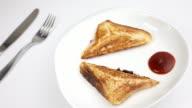 Panino ripieno alla griglia per la prima colazione