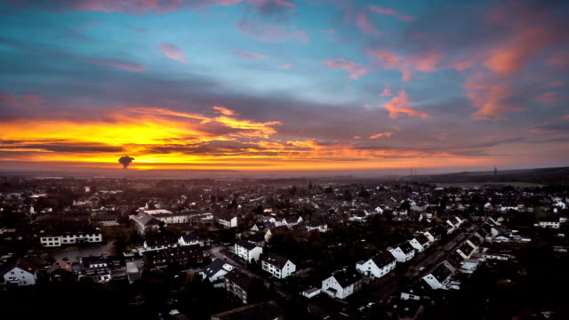 LUFTAUFNAHME: Suburban Häusern
