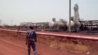 Sudanese President Omar alBashir has warned he will order the flow of oil from South Sudan to be cut off if Juba provides assistance to rebels in...
