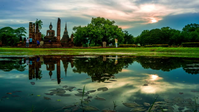 TU TL D2N WS of Sukhothai Historical Park, Mahathat temple reflecting in water