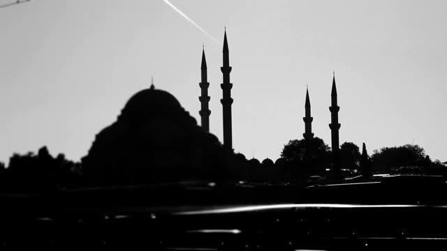 HD: Suleymaniye Mosque & Traffic