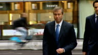 growing divide between rich and poor R08111105 / 8112011 Roman Abramovich along Lakshmi Mittal