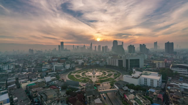 Sunrise at Wongwian Yai in Bangkok