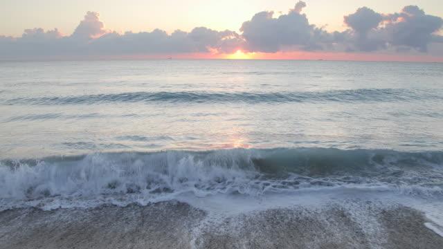 WS Sunrise on horizon over the ocean