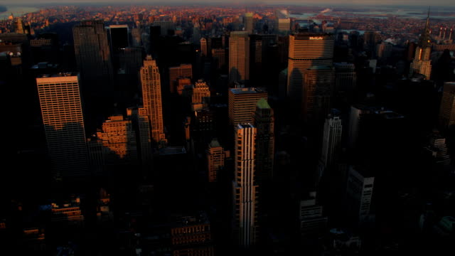 2009 T/L HA WS 'Sunrise' on Midtown Manhattan skyscrapers / New York City / Shot from the Empire State Building / Note: Footage playing in reverse