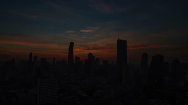 Alba sulla città. Time lapse.