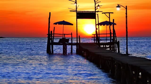 Sonnenuntergang und pier