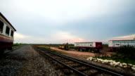 Sonnenuntergang und Zug.